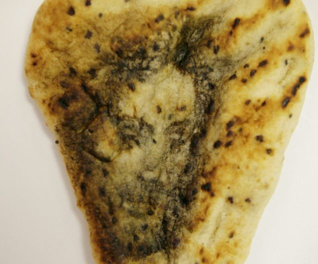 Face of Jesus appears in naan bread thumbnail