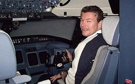 Hero British pilot dies to save nine passengers in Caribbean crash-landing thumbnail