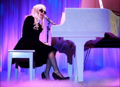 Lady Gaga Performs 'Imagine' For Gay Rights thumbnail